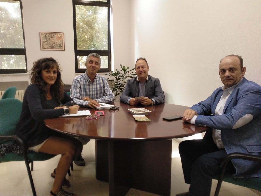 El Presidente y el Vicepresidente de ALETIC reunidos con el Director y la Subdirectora de la Escuela de Ingenierias.